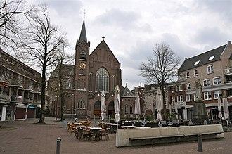 Sint-Oedenrode - Image: Kerkplein, Sint Oedenrode (Sint Martinuskerk)