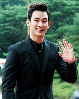 Kim Soo-hyun at the Seoul Drama Awards, 4 September 2014 02.JPG