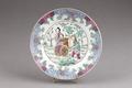 Kinesisk tallrik från 1800-talet med lamrequinbård - Hallwylska museet - 95816.tif