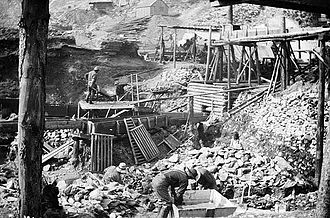 1890s - A typical gold mining operation, on Bonanza Creek.