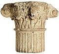 Komposietkapiteel in kalksteen, 100 tot 200 NC, vindplaats- Tongeren, Muntstraat, tegenover de Bulkerstraat, collectie Gallo-Romeins Museum Tongeren, GRM 2831.jpg