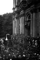 Kondukt pogrzebowy na ul. św. Anny. Ze zbiorów Muzeum Historycznego Miasta Krakowa.png