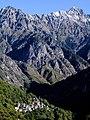 L'abitato di Codera incastonato nella splendida valle omonima.jpg