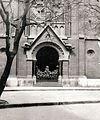 Lőrinc pap tér - Mária utca sarok, a Jézus Szíve templom bejárata. Fortepan 100195.jpg