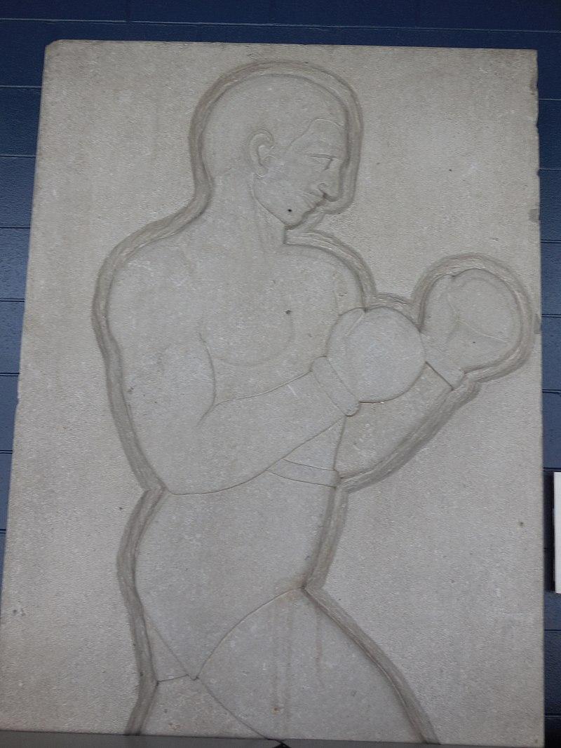 File:La Boxe - Sculpture présente au Colisée Pepsi.JPG