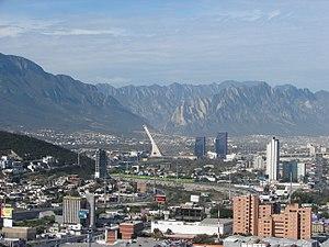 La Huasteca (climbing area) - La Huasteca seen from Monterrey, on the background, behind the Puente Atirantado
