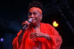 La cantant cubana Omara Portuondo (3736772084).jpg