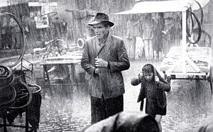 Bicycle Thieves - Image: Ladri biciclette pioggia