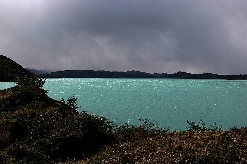 File:Lago Pehoe.jpg