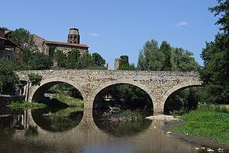 Haute-Loire - Image: Lavaudieu Vieux pont 1