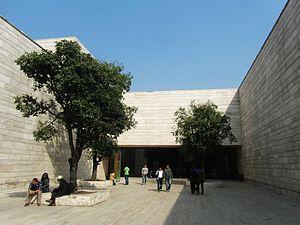 Liangzhu Museum - Courtyard outside the museum