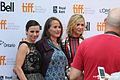 Linda Cardellini Looking at My Camera (15170883482).jpg