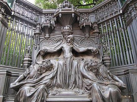 Detail of the Queen Alexandra Memorial, opposite St James's Palace London - panoramio (24).jpg