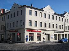 Das Haus am Saalfelder Marktplatz, in dem Louis Ferdinand vor seinem Tod weilte (Quelle: Wikimedia)