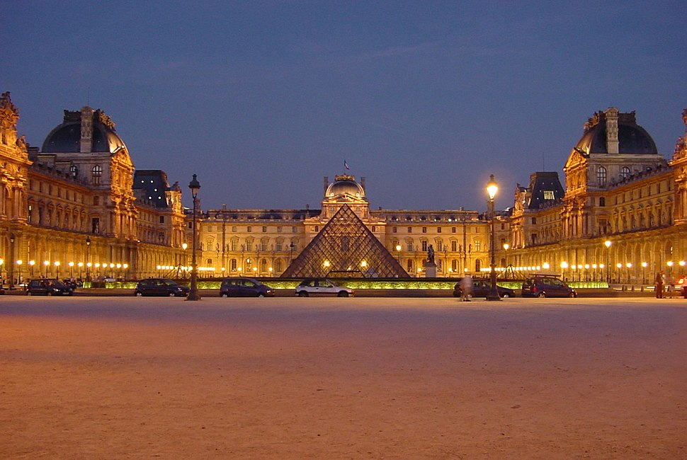 Louvre at night centered