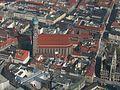 Luftbild München Dom zu Unserer Lieben Frau Frauenkirche Liebfrauendom Foto April 2009 Wolfgang Pehlemann Wiesbaden IMG 1336.jpg