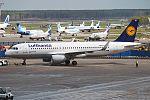 Lufthansa, D-AIZW, Airbus A320-214 (15836859363) (2).jpg
