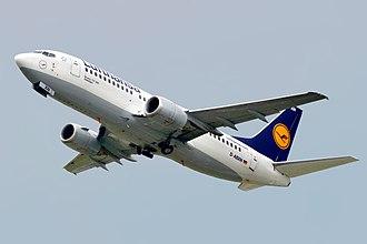 Boeing 737 Classic - Image: Lufthansa Boeing 737 300 (D ABXN) 01