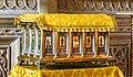 Müqəddəs Mürdaşıyan Zənənlər Kafedralında Müqəddəs Varfolomeyin nəşinin qalıqları saxlanan sənduqə.jpg