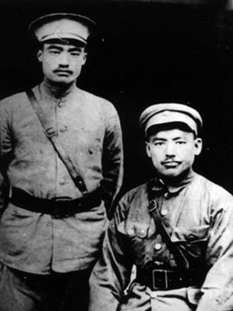 Ma Buqing - Ma Buqing sitting down on the right with his brother Ma Bufang on the left