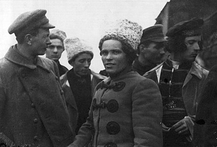 Nestor Makhno with members of the anarchist Revolutionary Insurrectionary Army of Ukraine Makhno group.jpg