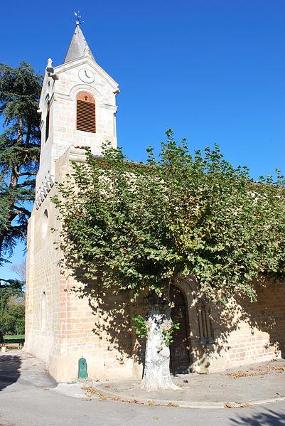 Eglise romane ancien prieuré qui fut certaiement à l'origine du village