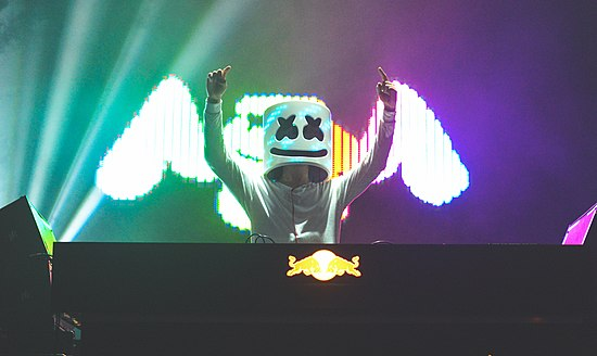 Marshmello performing at VELD 2016 Marshmello @ VELD 2016.jpg