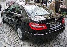 Mercedes-Benz W212 E 220 CDI Avantgarde 7-G-Tronic Obsidianschwarz Heck.JPG