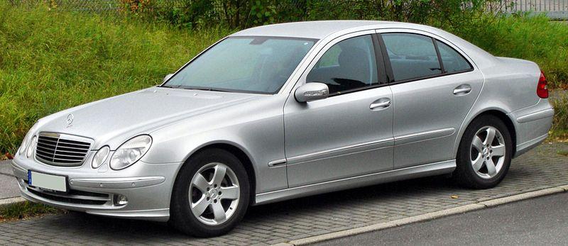 800px-Mercedes_E-Klasse_Avantgarde_%28W2