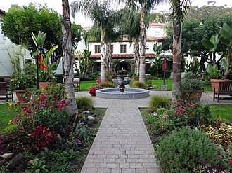 Mission San Buenaventura - Image: Mission San Buenaventura courtyard and fountain