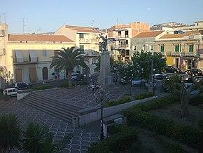 Piazza Vittorio Emanuele III, Spadafora. Monumento ai caduti