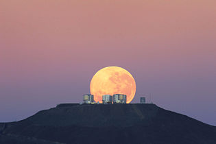 Moonset over ESO's Very Large Telescope.jpg
