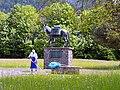 Muli-Skulptur vor der Karwendelkaserne Mittenwald (retuschiert).jpg