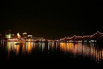 Murray Baker Bridge - Image: Murray Baker Bridge at night