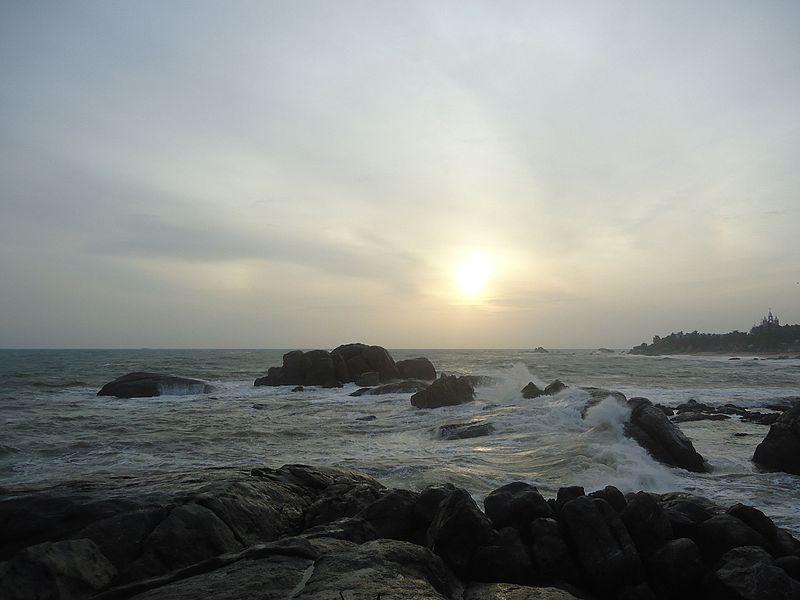 File:Muttam Sunset Point.jpg