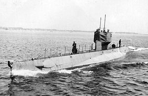USS L-9. underway