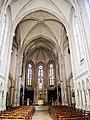 Nef de la basilique du mont Roland.jpg