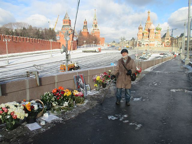 https://upload.wikimedia.org/wikipedia/commons/thumb/f/f0/Nemtsov-most1.jpg/640px-Nemtsov-most1.jpg