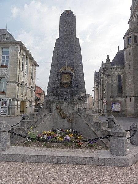 Neufchâtel-sur-Aisne (Aisne) Monument aux morts commune