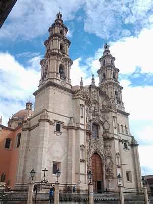 Lagos de Moreno - Image: OTRA VISTA DE LA PARROQUIA DE LA ASUNCION DE LA V. MARIA. EDIFICADA EN EL S. XVIII. LAGOS DE MORENO, JALISCO. MEXICO