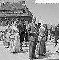 Optreden op iedere donderdag van de Bolswarder Skotsploeg voor toeristen te Bols, Bestanddeelnr 910-4693.jpg