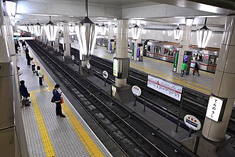 Tennōji Station - Midōsuji Line platforms prior to installation of platform gates