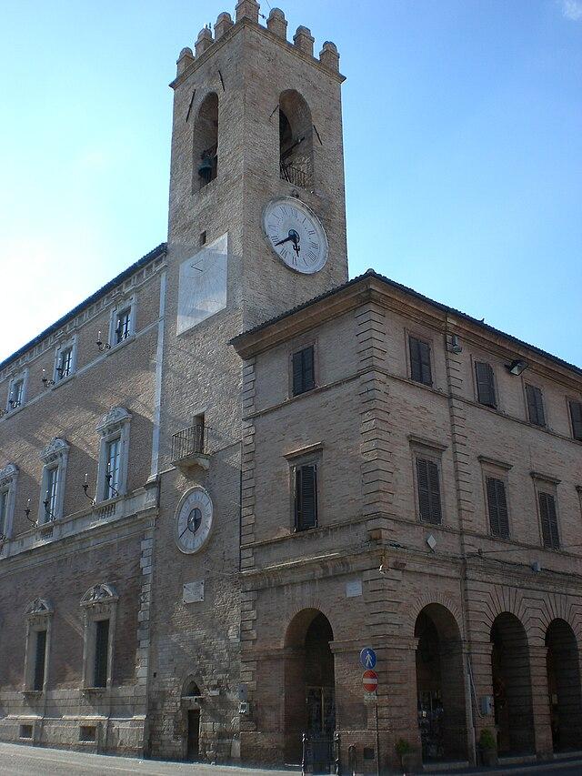 640px-Osimo%2C_Torre_Civica