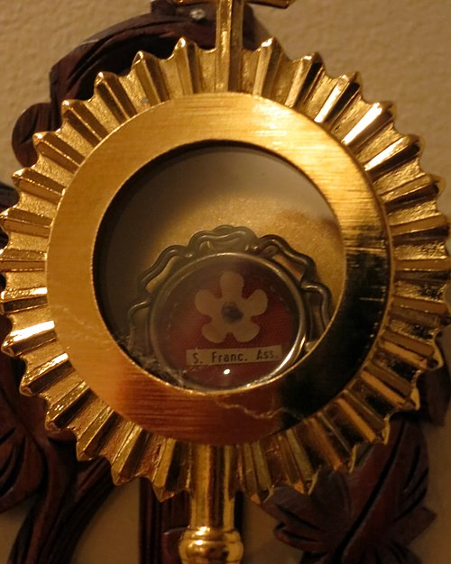 A relic of Francis of Assisi Our Lady of Perpetual Help Catholic Church (Grove City, Ohio) - St. Francis of Assisi relic.jpg