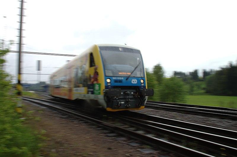 File:Přibyslav, motorový vlak.jpg