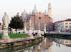 247px-Padova-Basilika_der_hl._Justina
