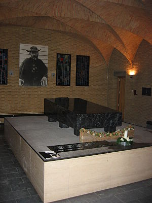 Congregation of the Sacred Hearts of Jesus and Mary - The grave of Saint Damien de Veuster in the crypt of the church of the Congregation of Sacred Hearts in Leuven