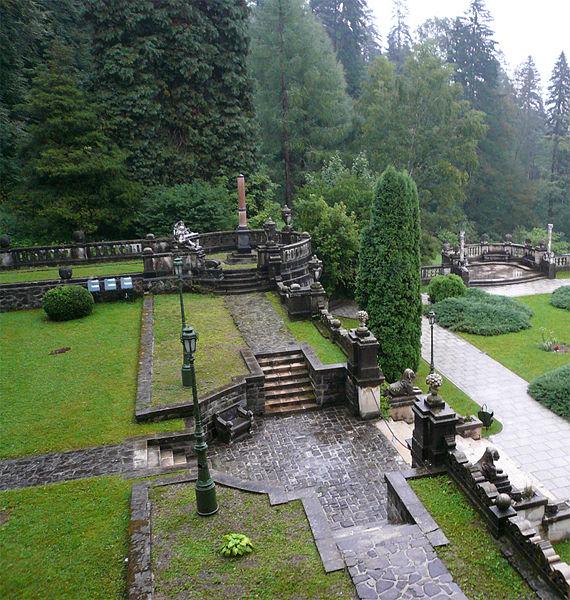 http://upload.wikimedia.org/wikipedia/commons/thumb/f/f0/Pele%C5%9F_Castle_Garden.jpg/570px-Pele%C5%9F_Castle_Garden.jpg