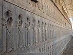 Bas-reliefs de gardes du palais dans l'escalier monumental de l'apadana de Persepolis.