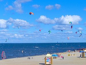 Beach in Puck, kitesurfers